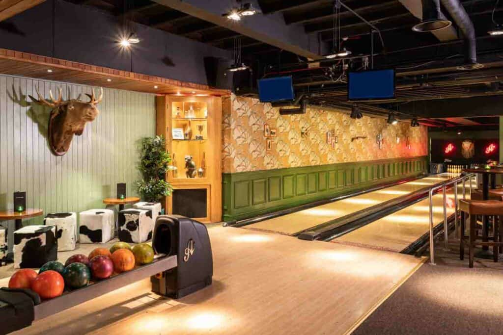 Funky bowling alley for afterworks with a twist