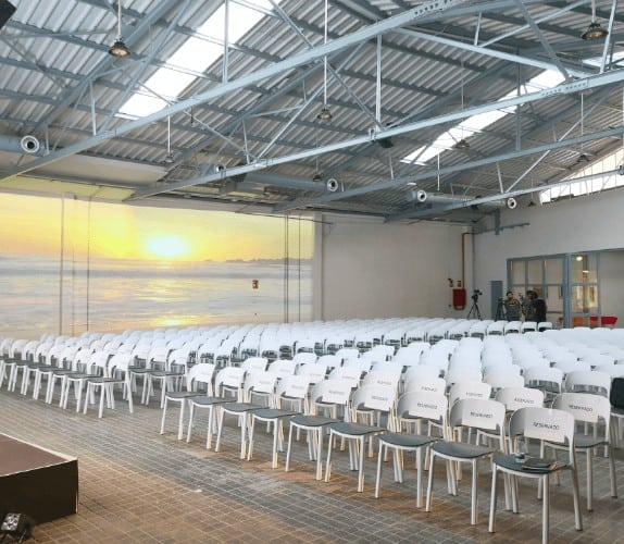 Versatile and luminous white event space