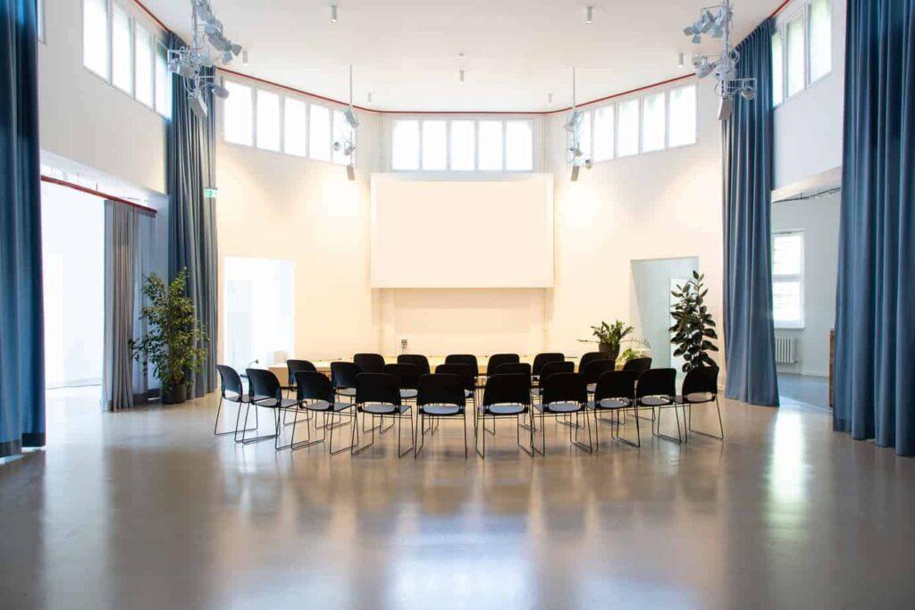 Multipurpose hexagon-shaped venue for corporate events