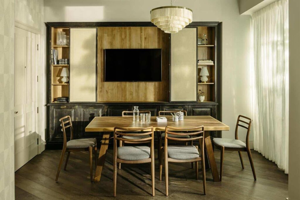 Rustic and calm meeting space for intimate gatherings