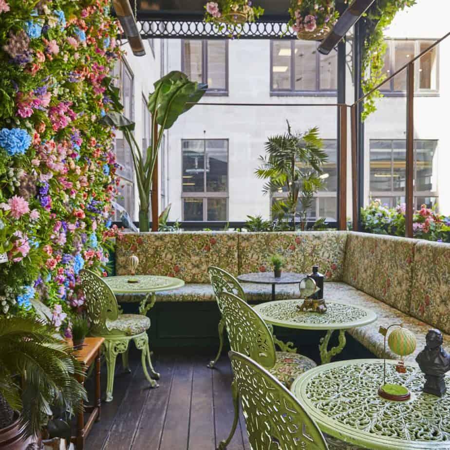 Flower garden/terrace for private meetingsrings