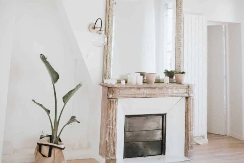 White And Relaxed Space In Paris