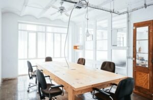 Bright and focus room for small meetings