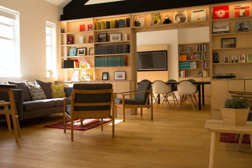 Flexible and beautiful space drenched in daylight1