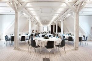 Multipurpose trendy space for events in the harbour