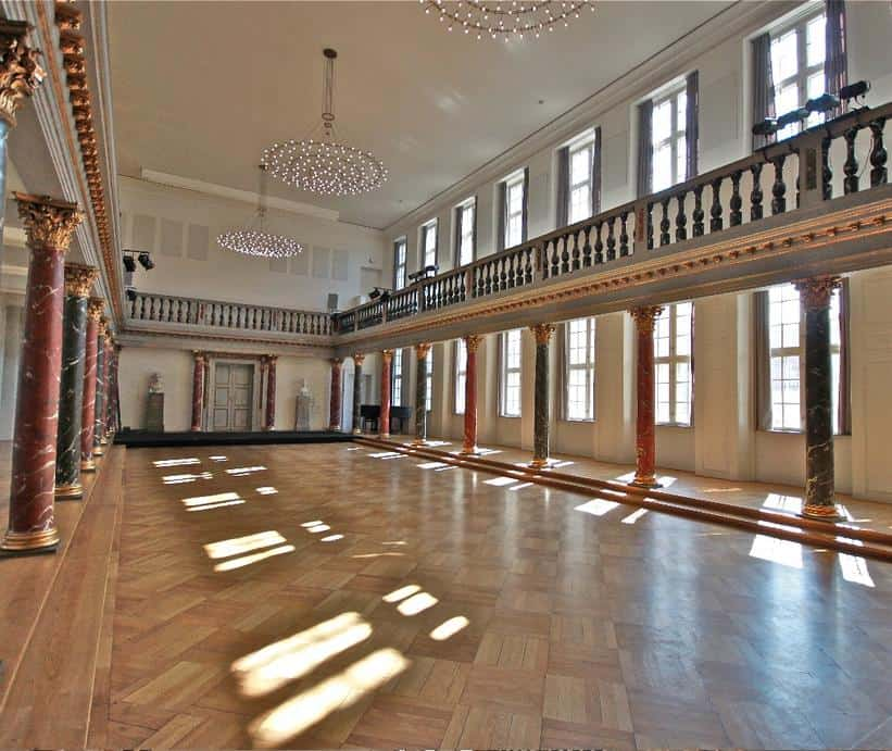 Ophisticated Hall For A Wide Range Of Events