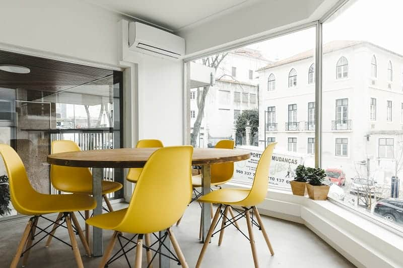 Bright productive space in central Lisbon