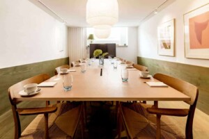 Distinctive functional space with for business meetings