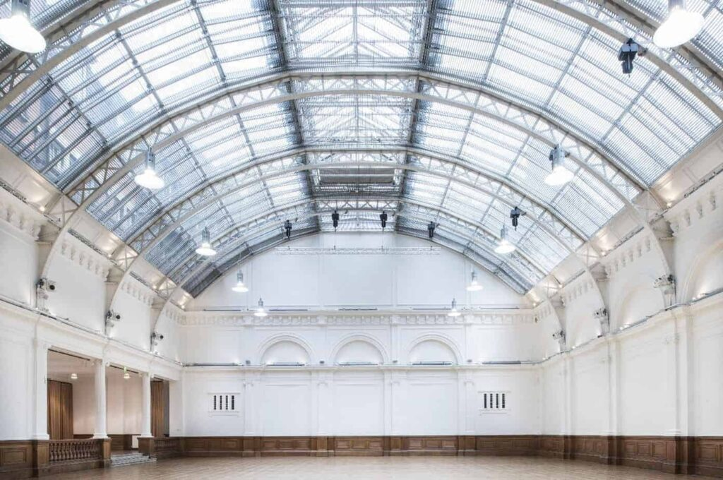 Massive events hall with glass-vaulted ceilings