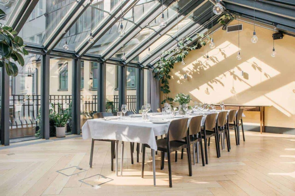 Multifunctional glass venue for events
