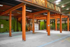 Multipurpose venue with an industrial character in Paris. Industrial open space with colourful walls.