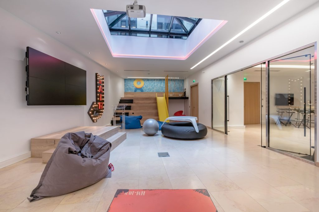 Playful room for creative encounters