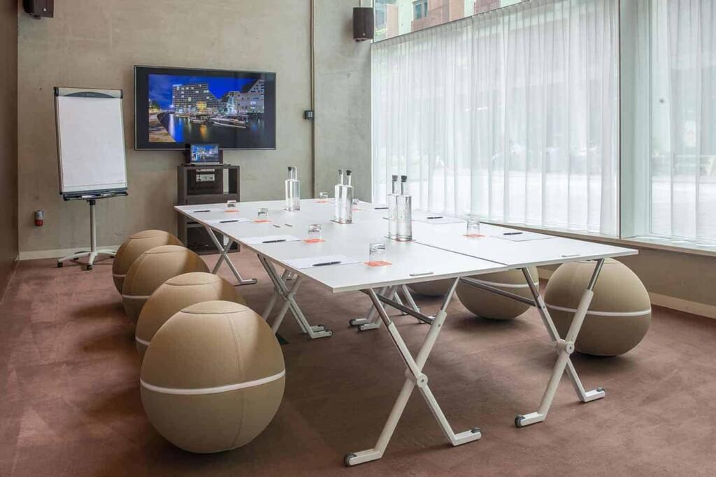 Flexible modern meeting room in Amsterdam