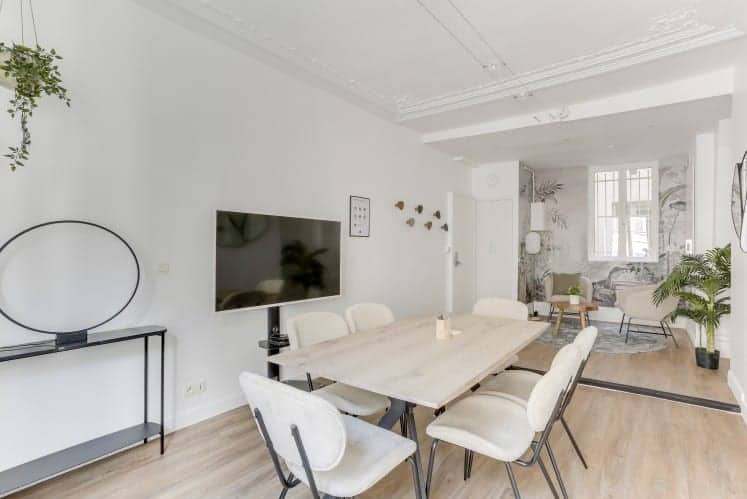 White meeting room with a clean atmosphere