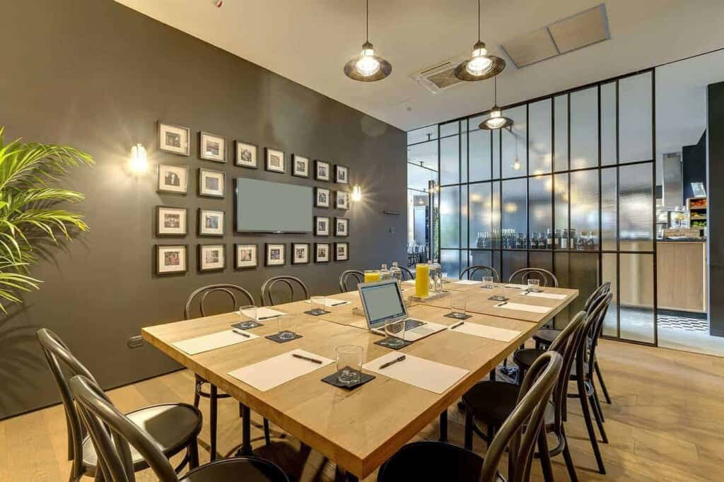 Contemporary space for productive meetings