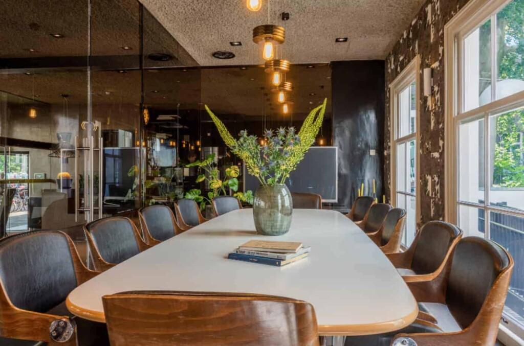 Distinctive meeting space with a vintage look