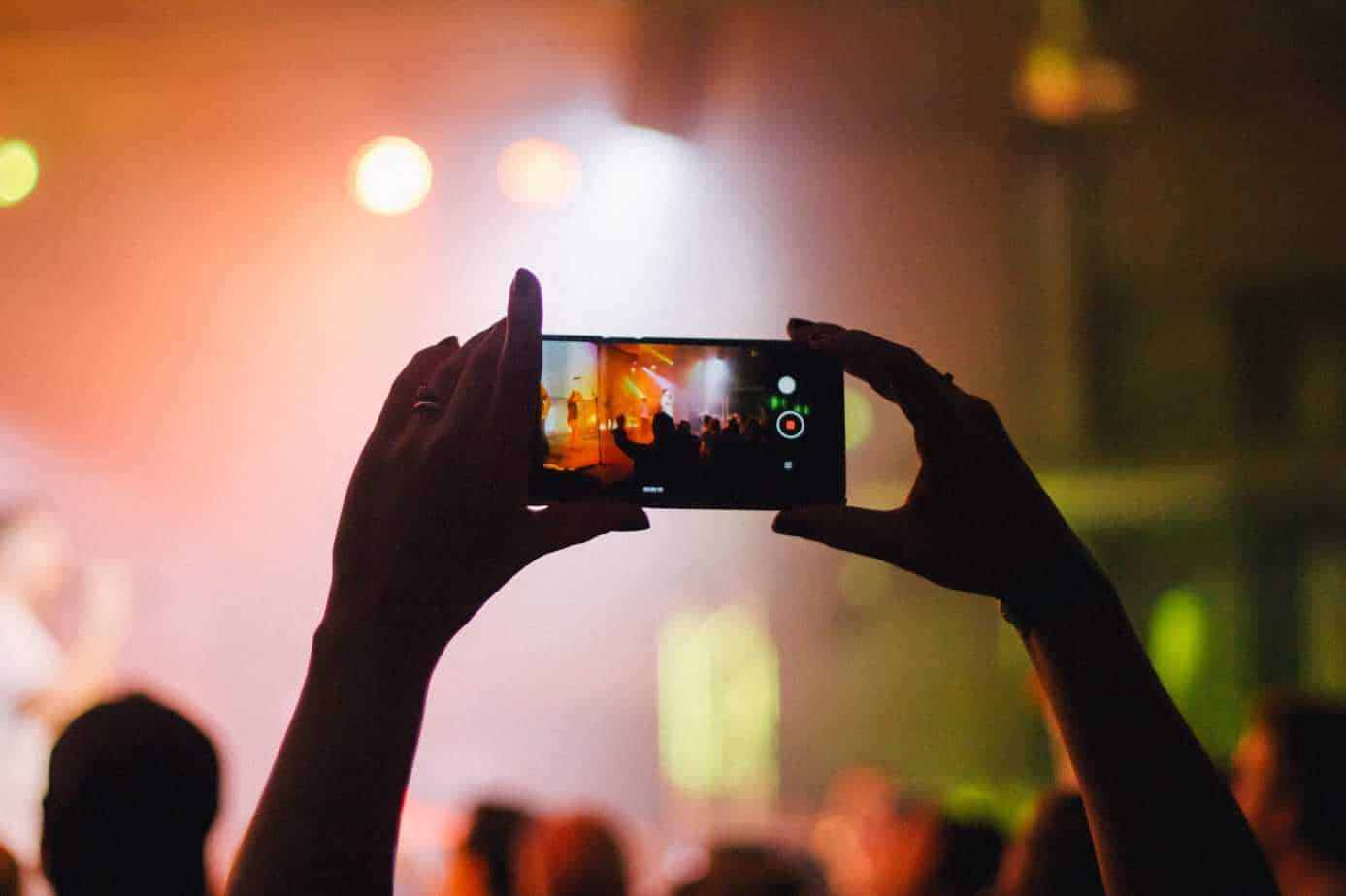 Sharing event in social media