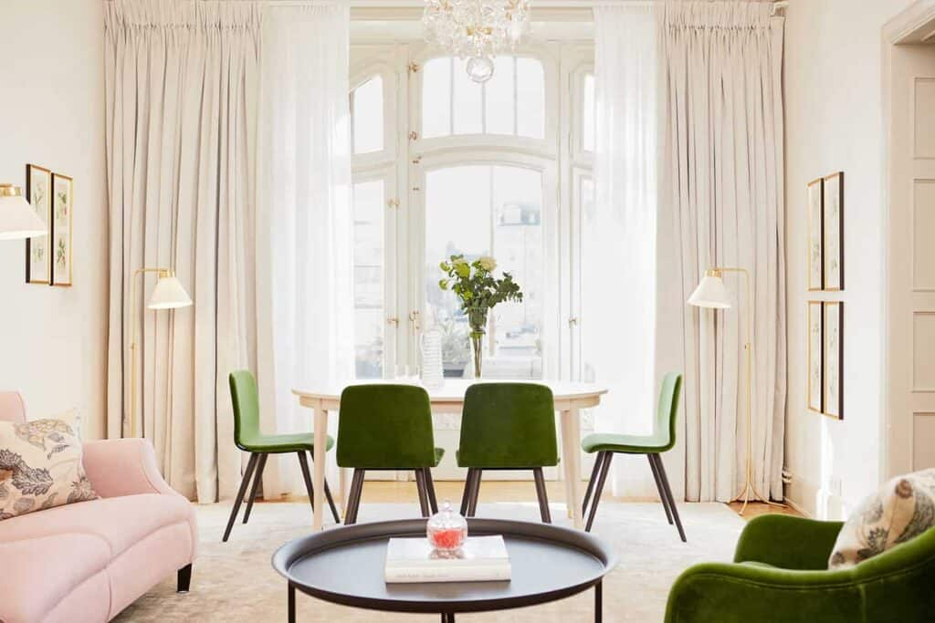 Airy space with a view of the Stockholm waterfront in Stockholm. Perfect accommodation for business trips.