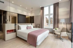 Historical hotel with a chic and sleek design in Amsterdam. Luxury accommodation for business trips.
