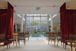 Spectacular bright venue bathed in natural light featuring a sleek and modern design with high ceilings.