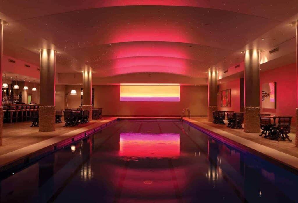 indoor pool-bar