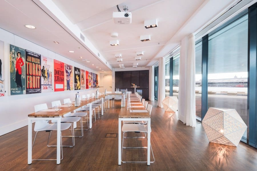 Luminous meeting space with parquet flooring and floor-to-ceiling windows