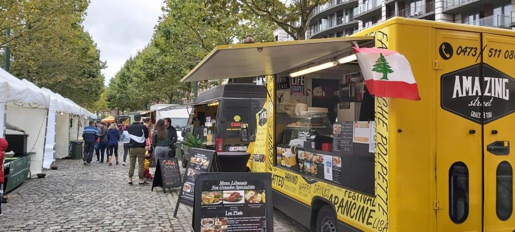 Yellow food truck with Italian and Libanese cuisine