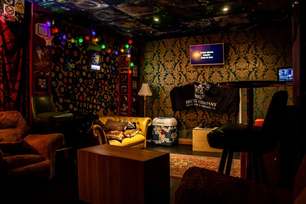 Cosy and classical-themed karaoke and bowling venue