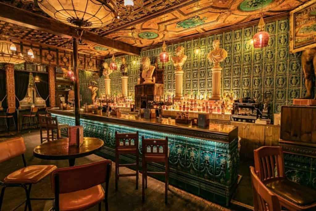 Chiq and luxurious bar in London