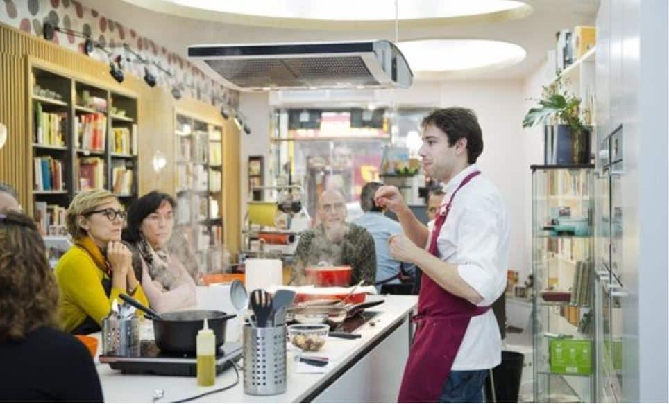 Chef teaching a cooking workshop in Madrid