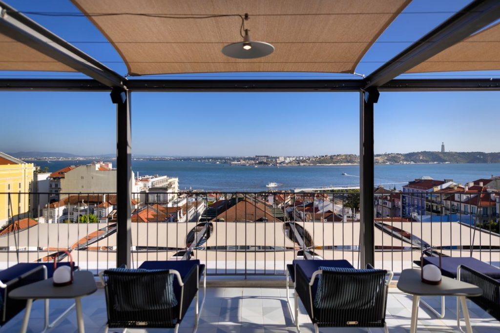 Roof terrace with view of the sea
