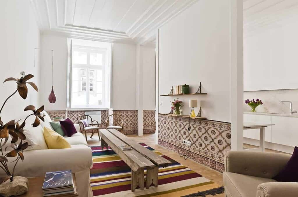 Luminous apartment wit a mix of traditional and modern Portuguese interior