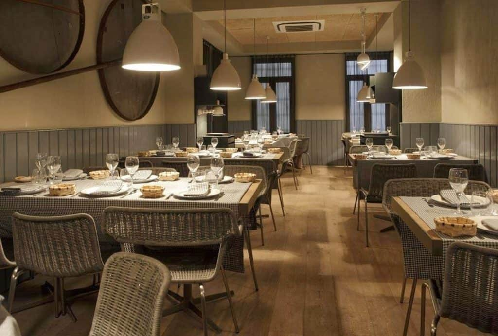 Restaurant with rustic interior for group-friendly dinners in Madrid