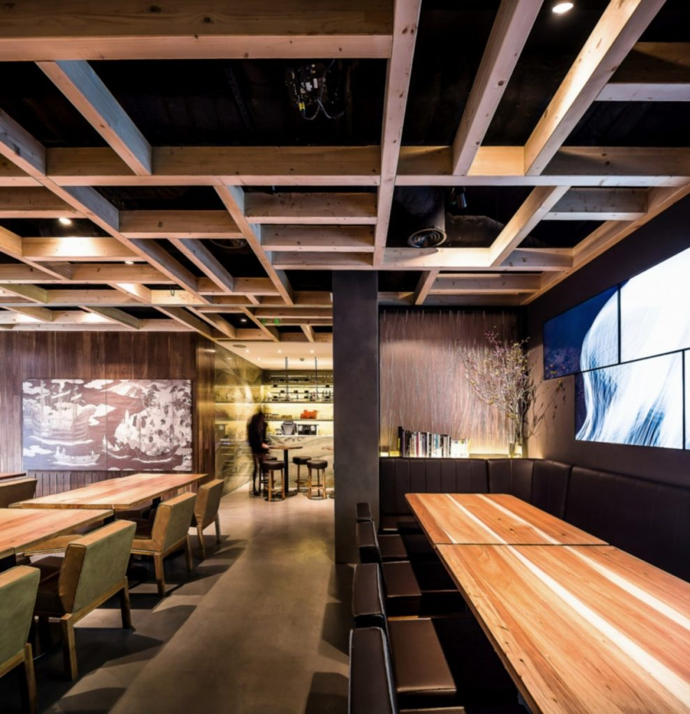 Modern and sleek spot for working lunches in Lisbon