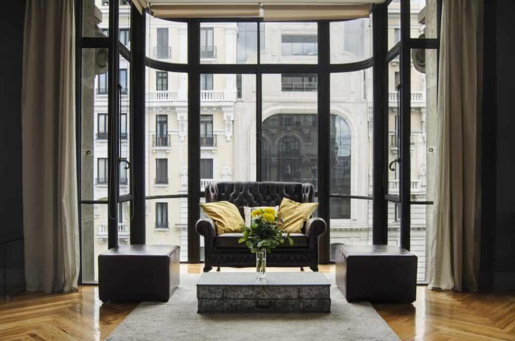 Snapshot of the lounge of a cosy meeting space in Madrid