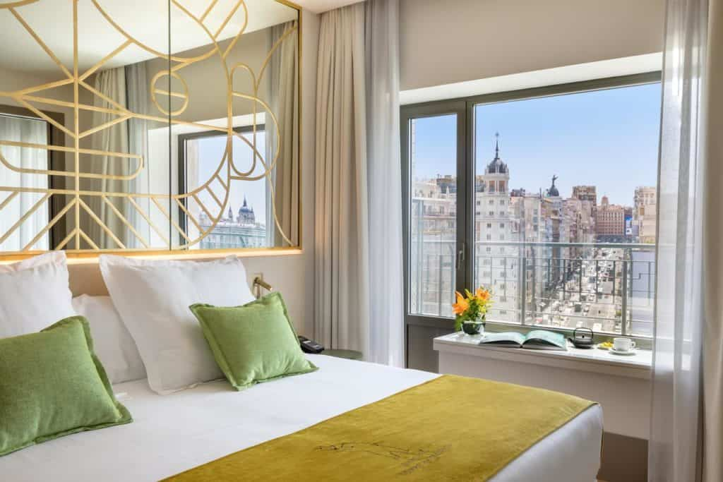 Classic and luxurious hotel room with a view on a central location in Madrid