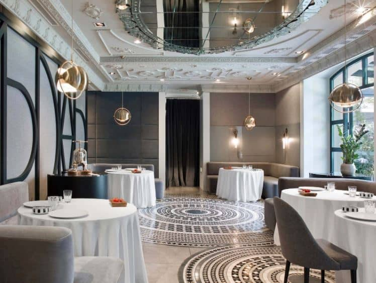 Chic and luxurious hotel restaurant in Madrid