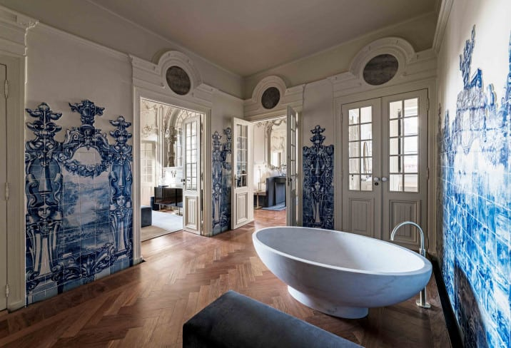 Majestic and luxurious bathroom in a Lisbon hotel