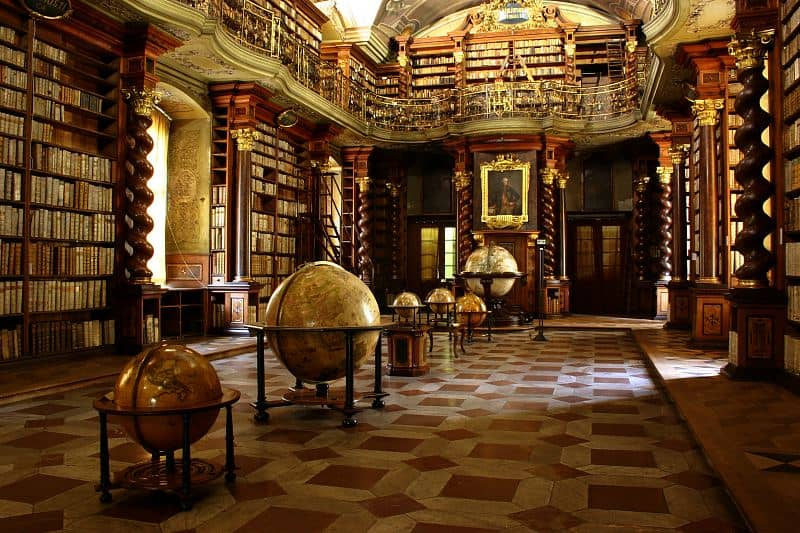 baroque biblioteque for private party in Prague