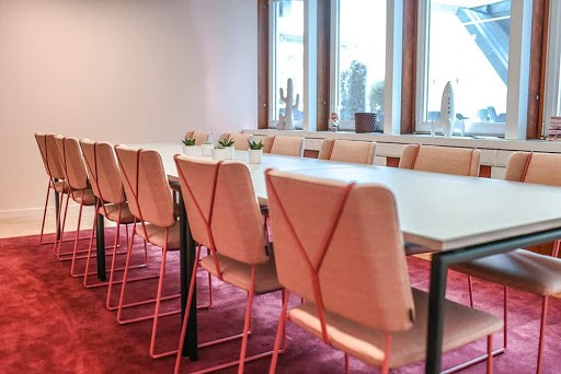 Chic Venue for Business Encounters