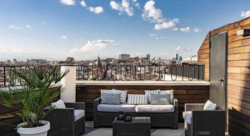 Contemporary and Central Stay With Marvelous Rooftop