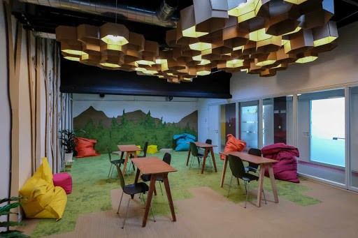 Flexible and Inspiring Boardroom for Creative Outbursts