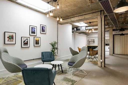 Industrial and Modern Seminar Space in London