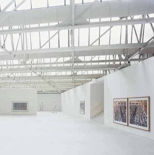Scintillating Gallery Space