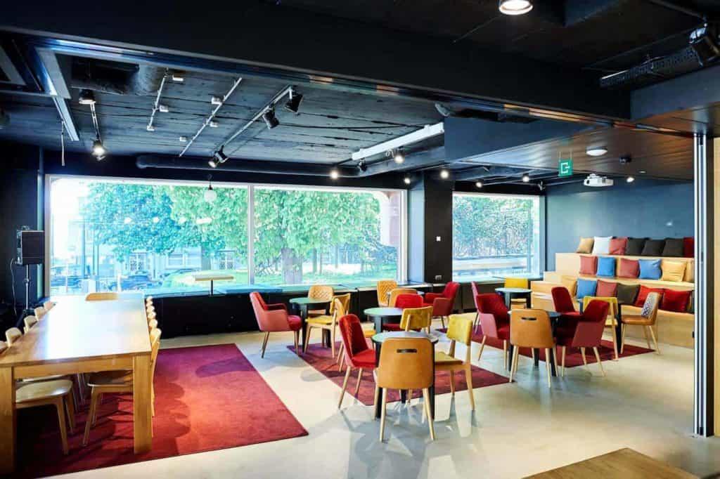 Tasteful and Creative Meeting Room