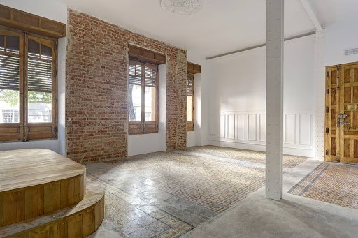 Bright Exhibition Venue in Madrid with Charming Atmosphere