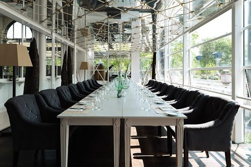 Charming Discussion Space in Copenhagen with Mirrored Ceilings