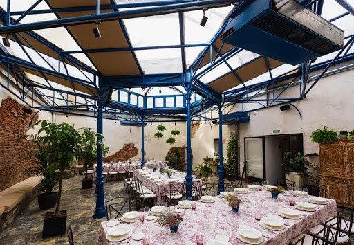 Charming and Luminous Summer Party Venue