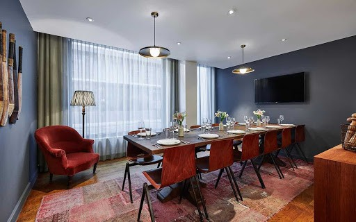 Gorgeously Designed Boardroom in London