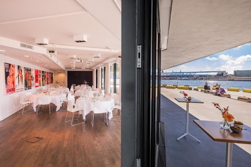 Lounge Area with a Panoramic View on the Harbour